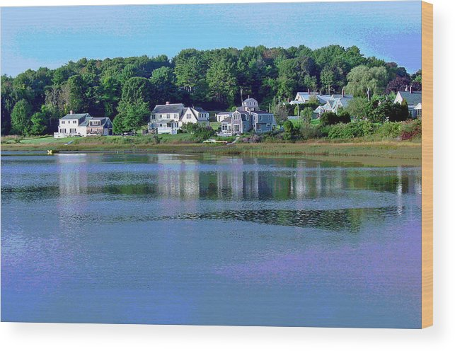 Maine Wood Print featuring the photograph Maine Lakefront by Suzanne Gaff