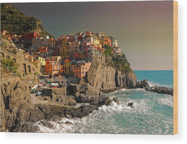 Italy Wood Print featuring the photograph Manarola by Jim Southwell