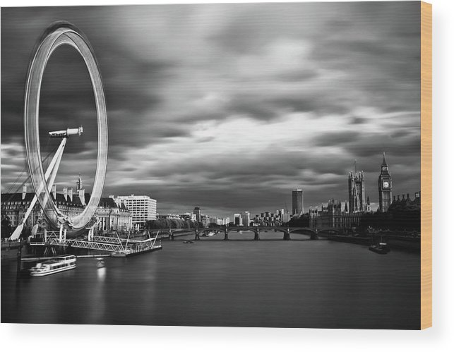 London Wood Print featuring the photograph Movement by Arthit Somsakul