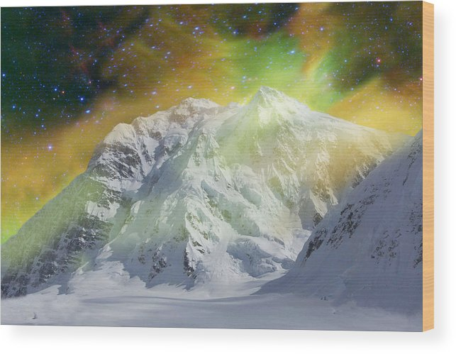 Alaska Wood Print featuring the photograph Mt. Hunter Aurora # Da 129 by Dianne Roberson