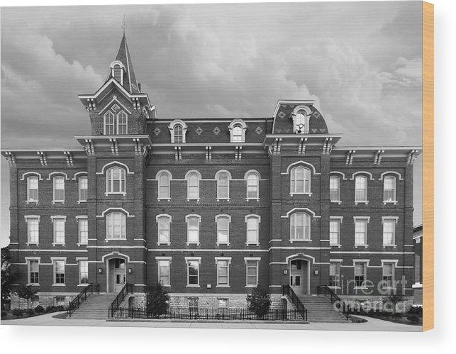 Big 10 Wood Print featuring the photograph Purdue University Hall by University Icons
