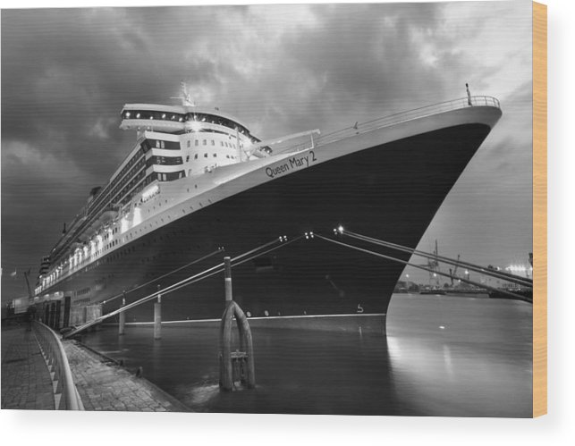 Hamburg Wood Print featuring the photograph Queen Mary 2 In Hamburg by Marc Huebner