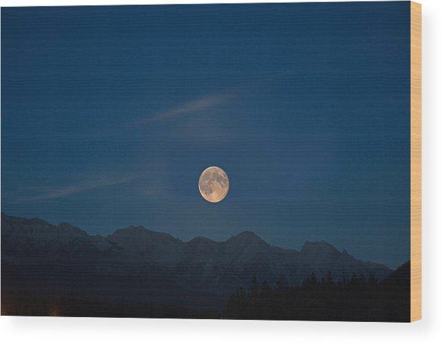 Sky Wood Print featuring the photograph Rocky Mountain Moonrise by Jack Nevitt