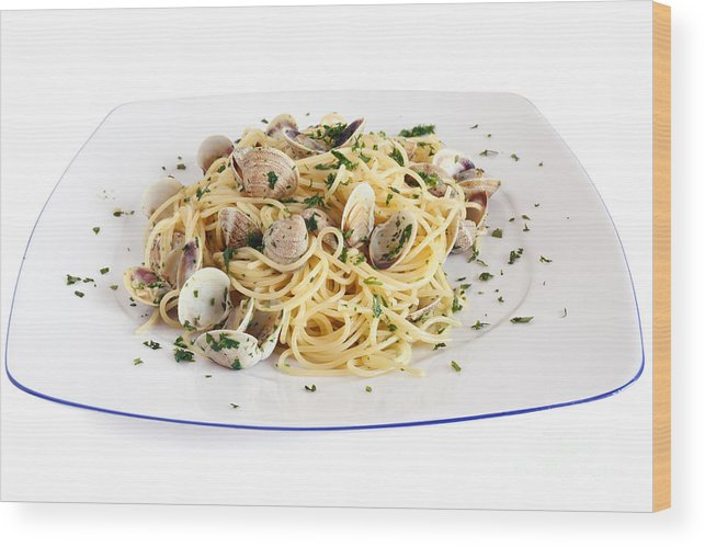 Appetizer Wood Print featuring the photograph Spaghetti With Clams by Antonio Scarpi