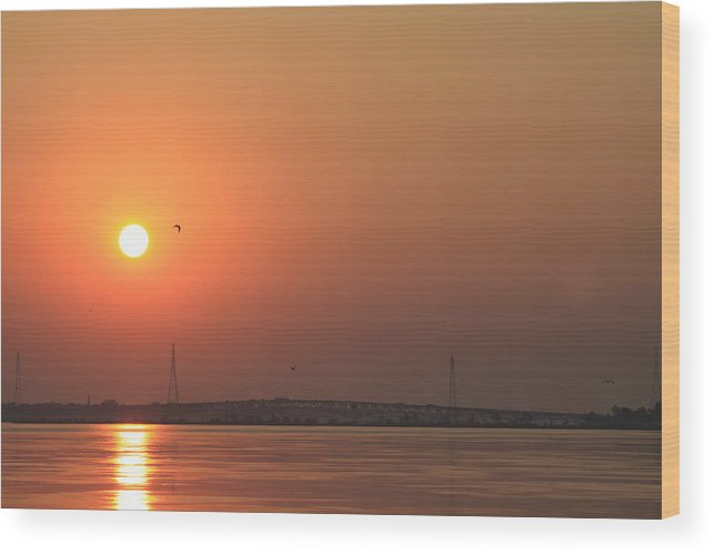 Landscape Wood Print featuring the photograph Sunrise On The Niagara River by Bruno Campagiorni