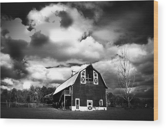 Farmhouse Wood Print featuring the photograph The Barn Before The Storm by Frank Savarese