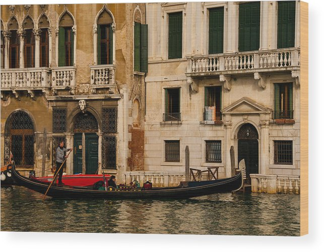 Venice Wood Print featuring the photograph Winding Through The Streets by Jim Southwell