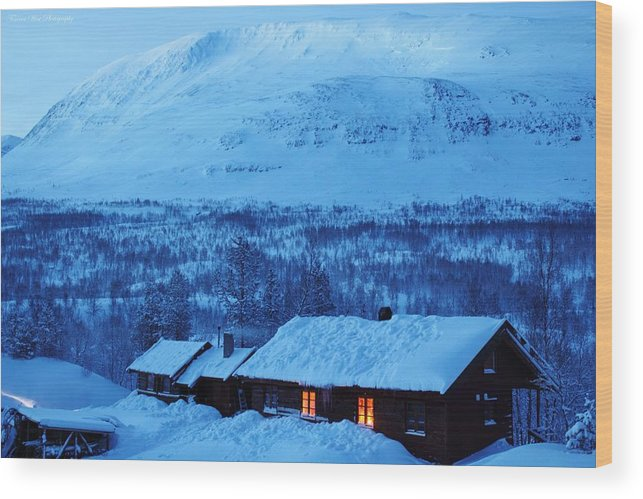 Norway Wood Print featuring the photograph Winter Cabin Arctic Alpinglow by David Broome