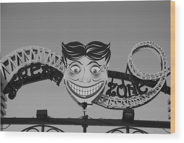 Brooklyn Wood Print featuring the photograph Tillie's Scream Zone In Black And White by Rob Hans