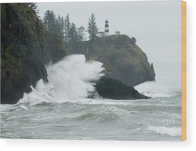 Pacific Ocean Wood Print featuring the photograph Cape Disappointment Lighthouse by Bob Christopher