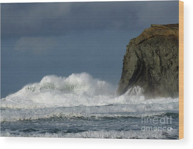 Rocks Wood Print featuring the photograph High Surf 2 by Bob Christopher