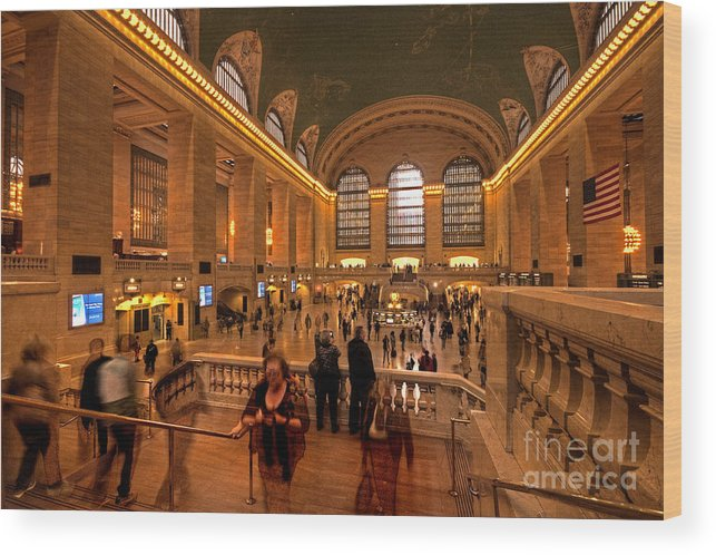 Grand Wood Print featuring the photograph New York Grand Central by Rob Hawkins