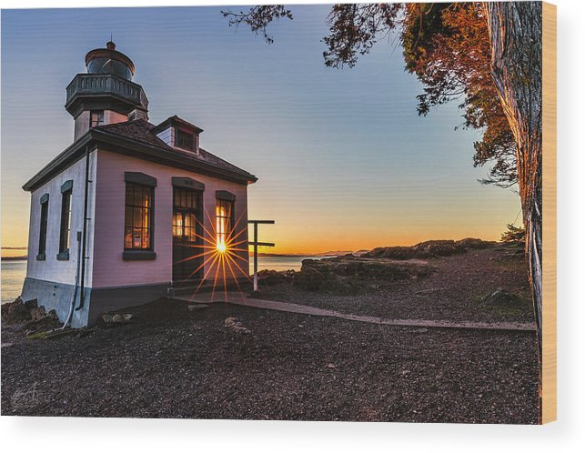 San Juan Island Wood Print featuring the photograph Lime Kiln Lighthouse by Thomas Ashcraft