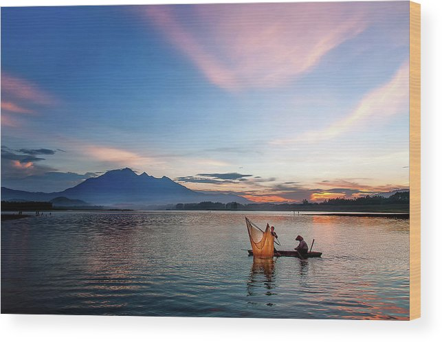 Sunset. Vietnam. Lake Wood Print featuring the photograph Sunset by Kim Le