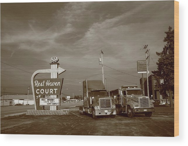66 Wood Print featuring the photograph Route 66 - Rest Haven Motel by Frank Romeo