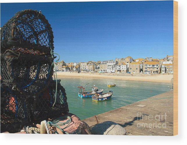 St Ives Wood Print featuring the photograph St.ives by Carl Whitfield