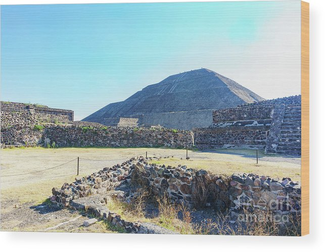 Avenue Of The Dead Wood Print featuring the photograph The Famous Pyramid Of The Sun by Chon Kit Leong
