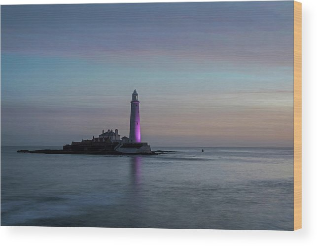 St Marys Wood Print featuring the photograph St Marys Lighthouse by David Pringle
