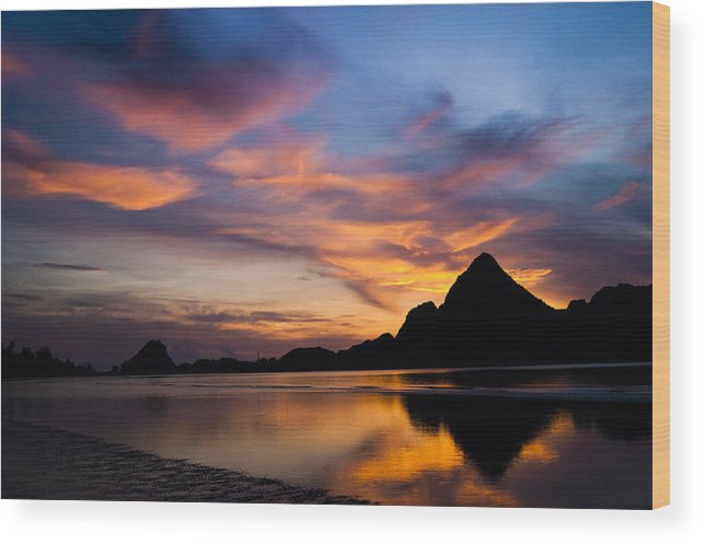 Ao Manao Wood Print featuring the photograph Ao Manao Sunrise by Adam Howard