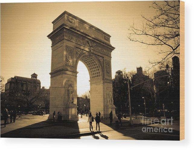 Washington Square Park Wood Print featuring the photograph Arch Of Washington by Joshua Francia