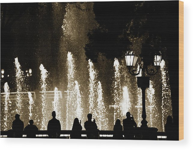 Bellagio Hotel Wood Print featuring the photograph Bellagio Fountain At Night by Marilyn Hunt