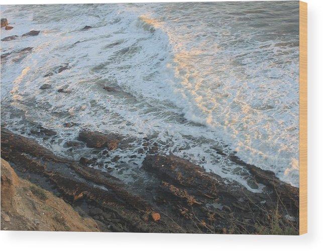 Coast Wood Print featuring the photograph California Coastline 0554 by Edward Ruth