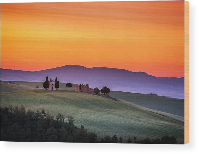 Italy Wood Print featuring the photograph Chapel And Farmhouse In Tuscany by Andrew Soundarajan