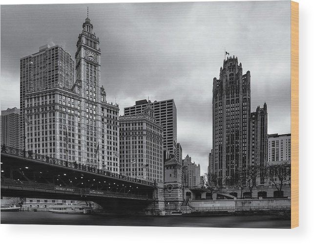Building Wood Print featuring the photograph Chicago River Scene by Andrew Soundarajan