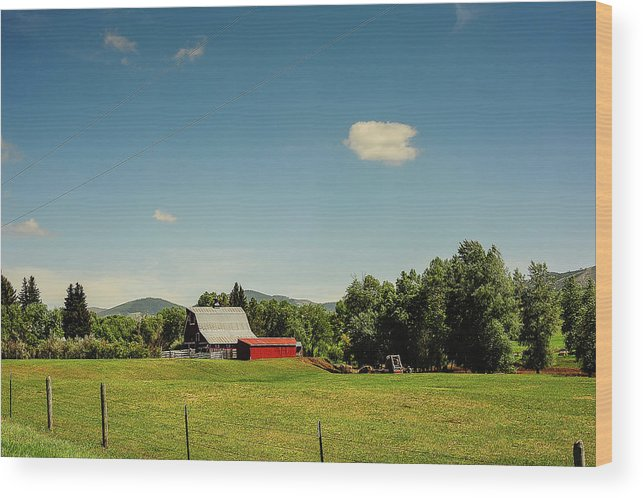 Montana Wood Print featuring the photograph Countrybarn by Sheri Bartoszek