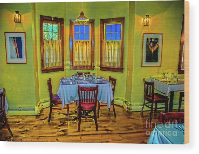 Rockport Mass. Restaurants Wood Print featuring the photograph Cozy Rest by Rick Bragan