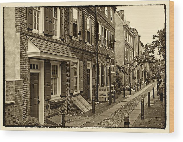 Philadelphia Wood Print featuring the photograph Elfreths Alley by Jack Paolini