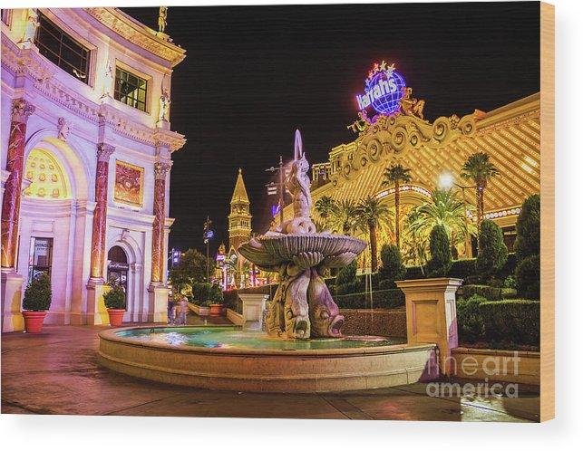 Las Vegas Wood Print featuring the photograph Harrahs by Mirko Chianucci