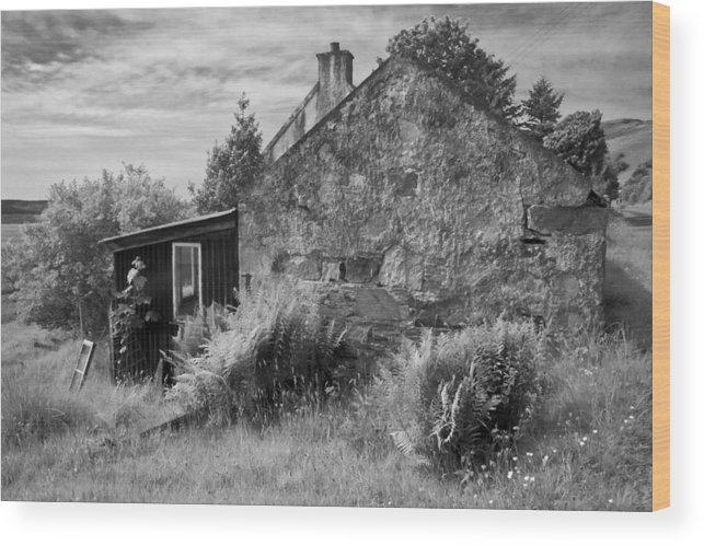 Scotland Wood Print featuring the photograph Highland Cottage Kilchoan Ardnamurchan by John McKinlay