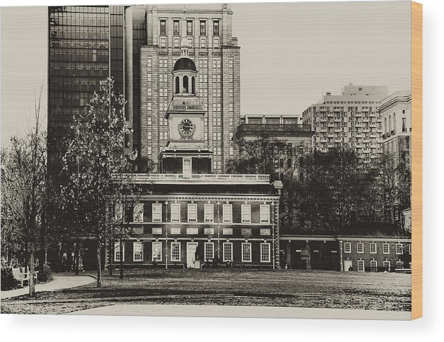 Philadelphia Wood Print featuring the photograph Independence Hall by Bill Cannon