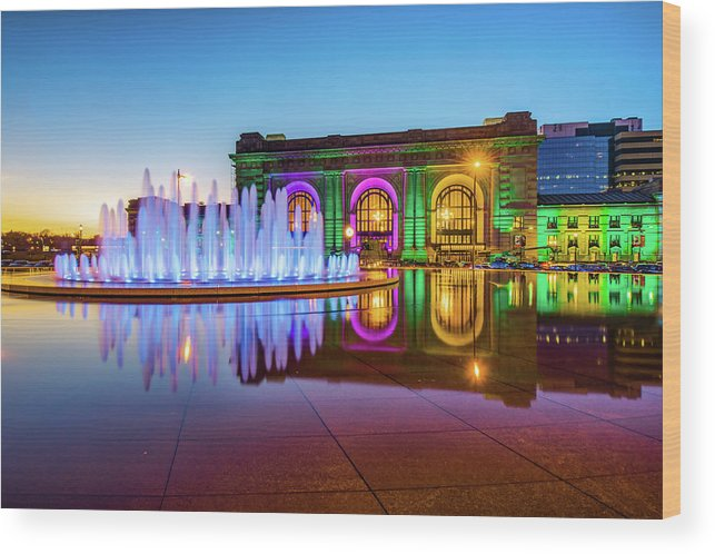 America Wood Print featuring the photograph Kansas City Union Station Bloch Fountain Lights At Dusk by Gregory Ballos
