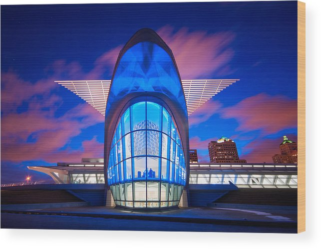 Santiago Calatrava Wood Print featuring the photograph Milwaukee's Wings by Josh Eral
