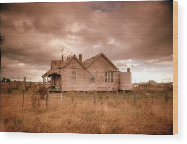 History Wood Print featuring the photograph Outback Farmhouse by David Halperin