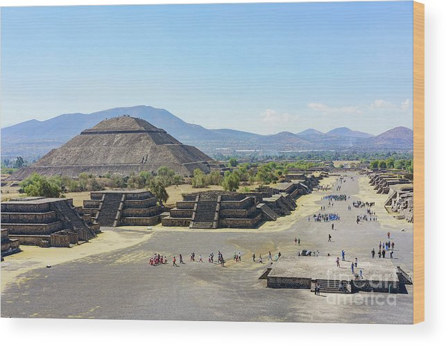 Avenue Of The Dead Wood Print featuring the photograph Pyramid Of The Sun And Avenue Of The Dead by Chon Kit Leong