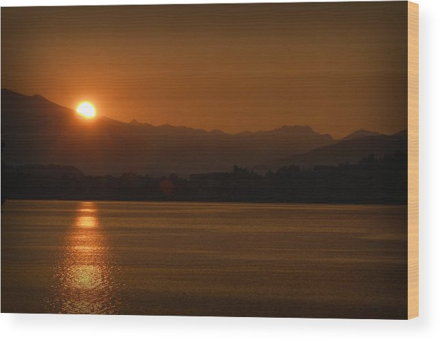 Travel Wood Print featuring the photograph Sunset Over Lake Como by James Zuffoletto