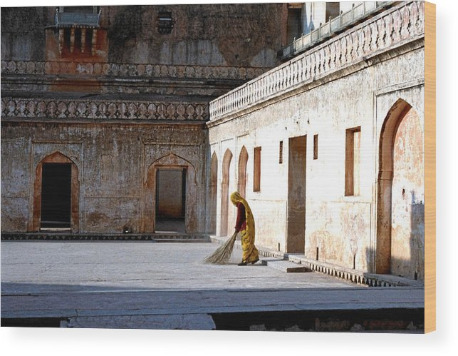 India Wood Print featuring the photograph Sweeping Inside Of Amber Palace by Diana Davenport