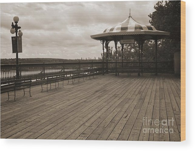 Canada Wood Print featuring the photograph Terrasse Dufferin And St Lawrence River In Quebec Canada by Hideaki Sakurai