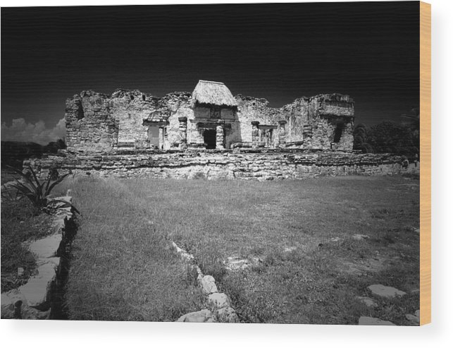 Landscapes Wood Print featuring the photograph Tulum Market Square by Tom Fant