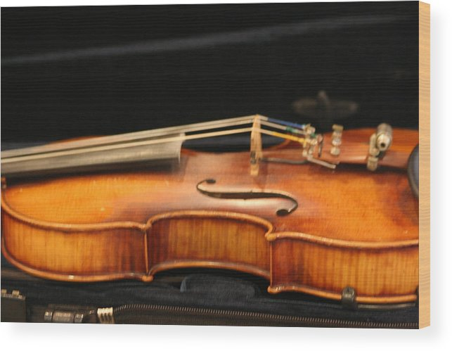 Music Wood Print featuring the photograph Violin by Linda Russell