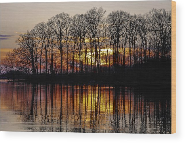 Landscape Wood Print featuring the photograph Vivid Sunset On The Lake In Olney by Deb Henman