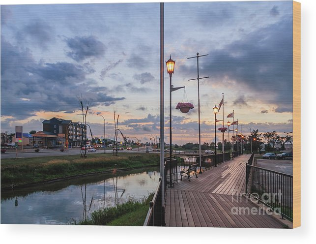Embankment Wood Print featuring the photograph Embankment In Weyburn by Viktor Birkus