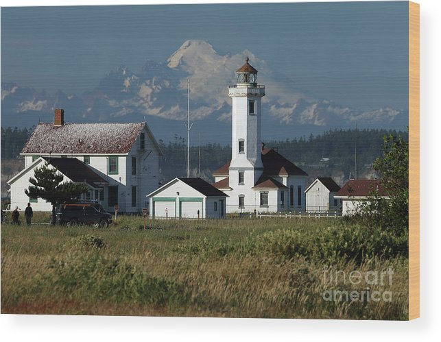 Lighthouse Wood Print featuring the photograph Wilson Point Lighthouse by Rick Mann