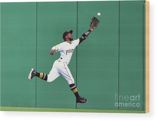 People Wood Print featuring the photograph New York Yankees V Pittsburgh Pirates 1 by Joe Sargent