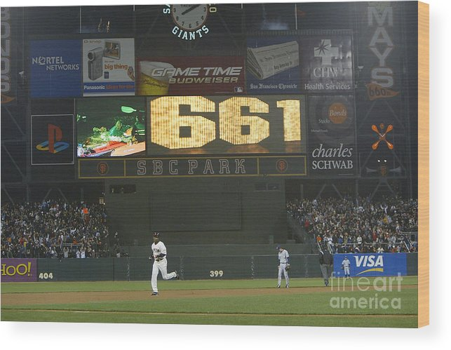 San Francisco Wood Print featuring the photograph Barry Bonds by Justin Sullivan