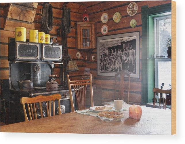 601 Klondyke Ave Wood Print featuring the photograph The Kitchen by Juli Scalzi