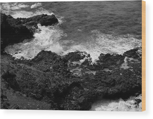 Honolulu Wood Print featuring the photograph Honolulu Hi 9 by Richard J Cassato
